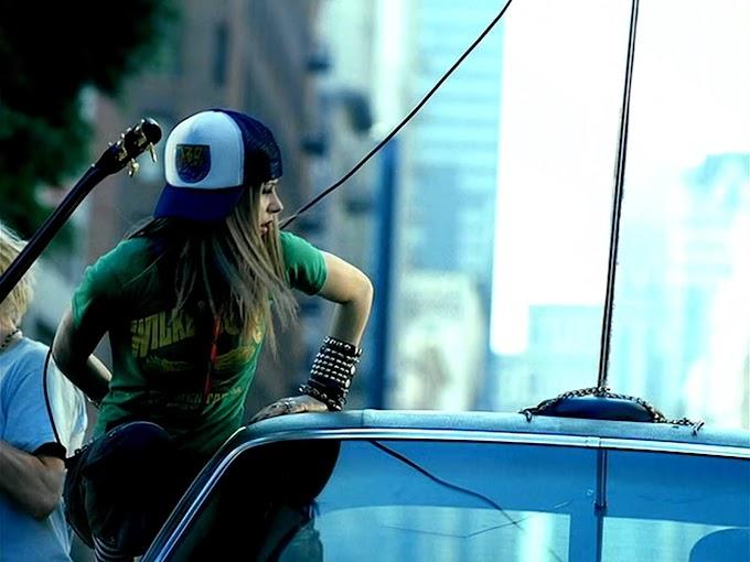 El TikTok que se burla de Avril Lavigne con parodia de 'Sk8er Boi'