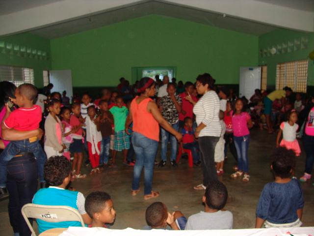 Iglesia Pentecostés Nazaret de NY realiza tarde alegre a niños de La Guázara Barahona.