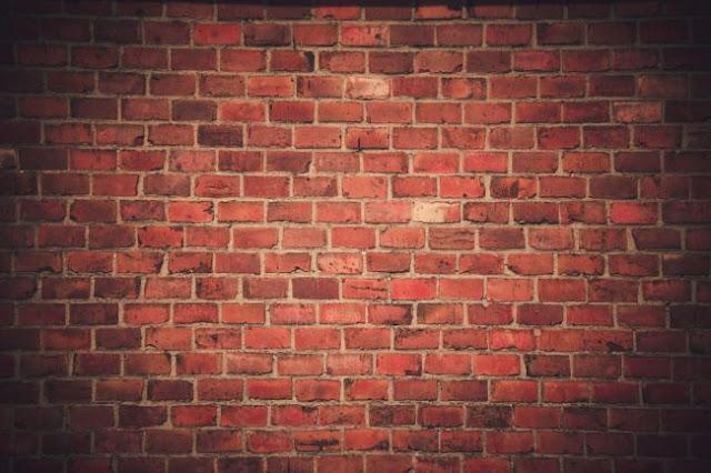 Με την πλάτη στον τοίχο ο Τσίπρας, η ώρα της κρίσης