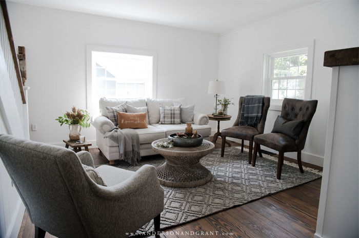 So much seasonal decorating inspiration packed into this small living room for fall.