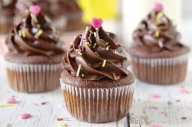 Cupcake de liquidificador com massa de chocolate; aprenda a receita