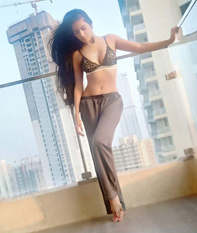 Indian Model Poonam Pandey Bikini