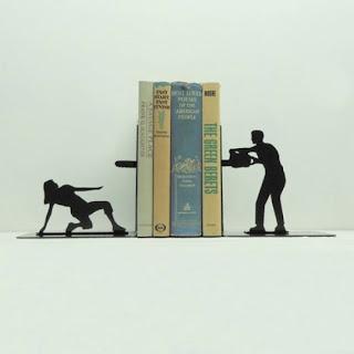 Repisa y libros