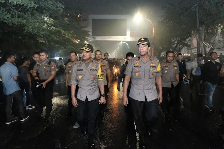 Kapolda Dan Para Pejabat Utama Polda Sulsel, Hujan Bendala MemntauMalam Pergantian Tahun 2019 Ke 2020