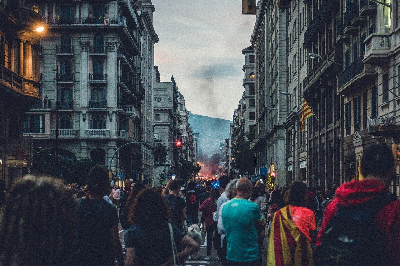 tourists-in-barcelona