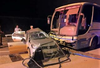 Batida entre ônibus e carro deixa homens feridos na BA-262