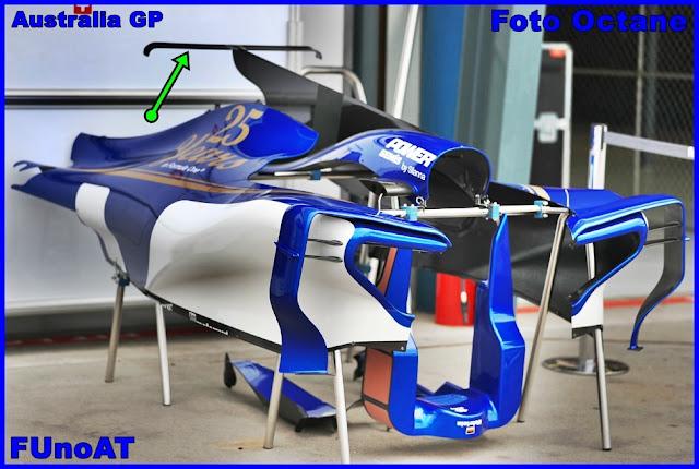 Immagine 1 - Il cofano motore della Sauber C36 mostrato nel paddock di Melbourne