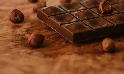 هل الشوكولاته تساعد على النوم