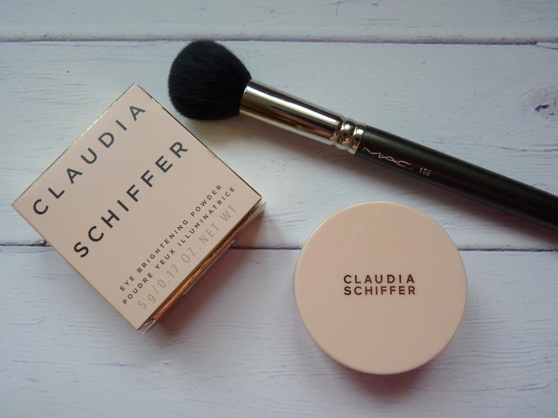 Claudia Schiffer Eye Brightening Powder - rozświetlający puder do utrwalania korektora pod oczami