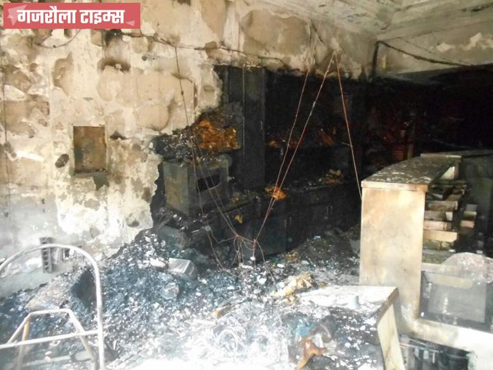 शंभू स्वीट्स में आधी रात लगी आग