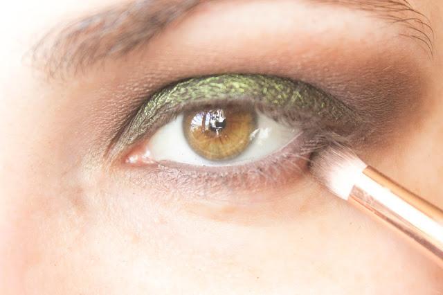 Макияж глаз с зелёным акцентом: шаг 7