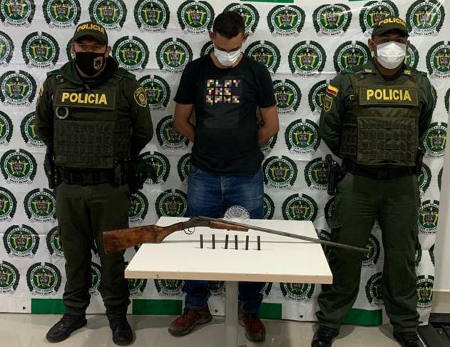 https://www.notasrosas.com/Cuando portaba arma de fuego ilegal, Policía Nacional, captura hombre en La Jagüa Del Pilar