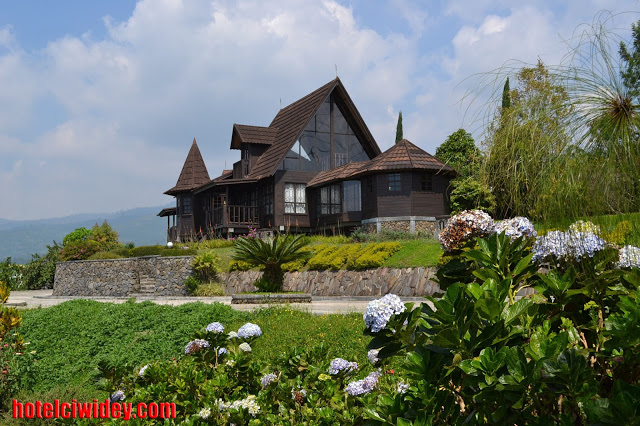 Booking villa di area wisata kawah putih dari semarang