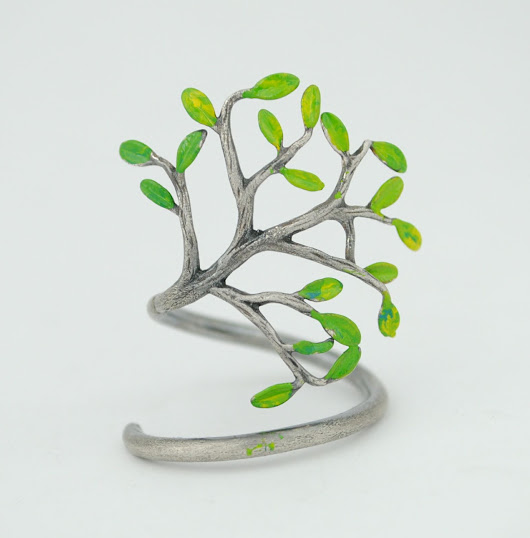 Anillo de árbol en plata con esmalte en frío. Tree ring in silver with cold enamel