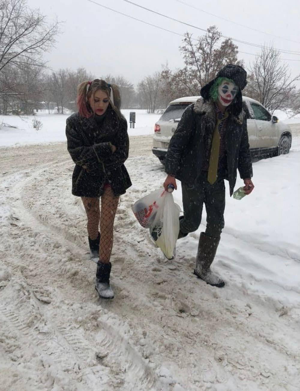 Joker and Harley Quinn : とても寒い雪の中⛄を買い出しに出かけていたハーレー・クインとジョーカーのカップル💝