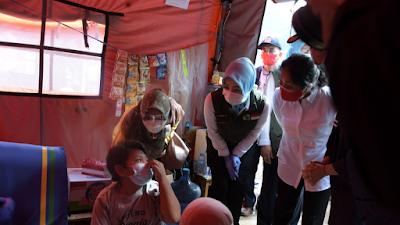 Menteri Bintang Puspayoga Apresiasi Pendampingan Yang Dilakukan Pemda  Jabar Dan Sumedang Terhadap Korban Bencana Longsor