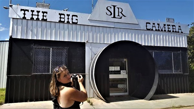 The BIG Camera by Chic Wadley in Meckering | Australian BIG Things