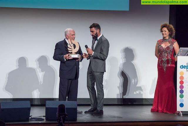 Presentan un libro que repasa la trayectoria deportiva del laureado piloto palmero de 'rallies' Medardo Pérez