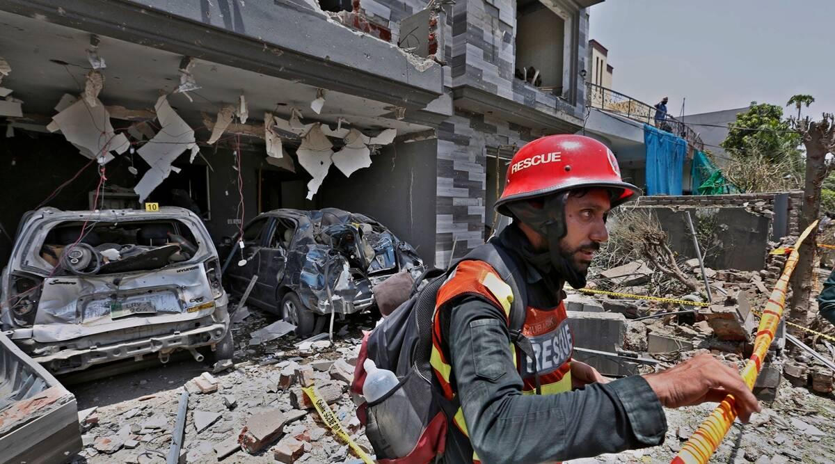 Powerful bomb detonates in Pakistan killing 3 and injuring 21
