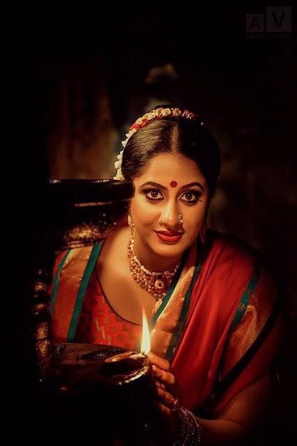 Jyothi Krishna Malayalam Actress Photoshoot Pics Navel Queens