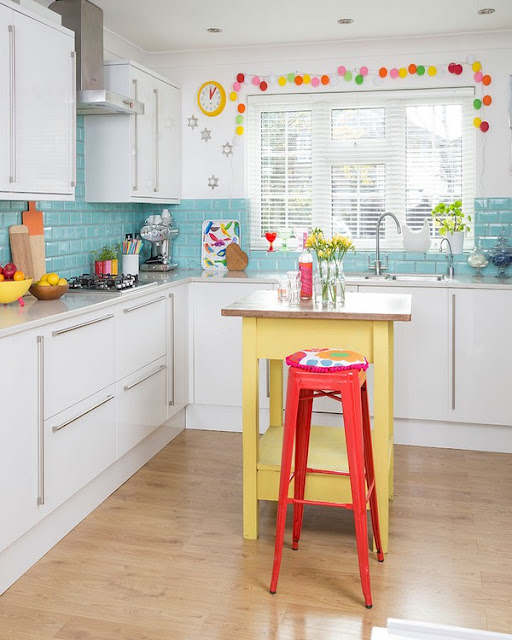 small kitchen designs with small freestanding island