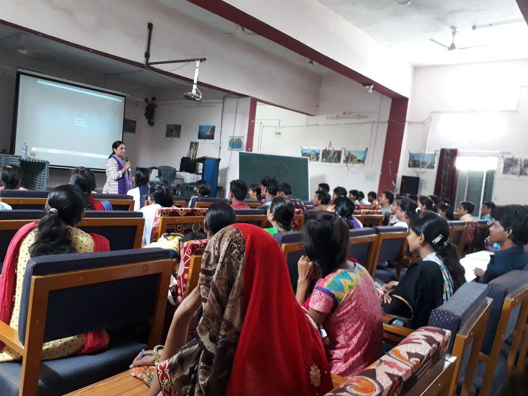 मुख्यमंत्री नेतृत्व क्षमता विकास कार्यक्रम के विद्यार्थियों को सीईओ जिला पंचायत जमुना भिडे ने किया निर्देशित-Panchayat-CEO-Jamuna-Bhide-Directed-CM-Leadership-Capacity-Development-Program-students-