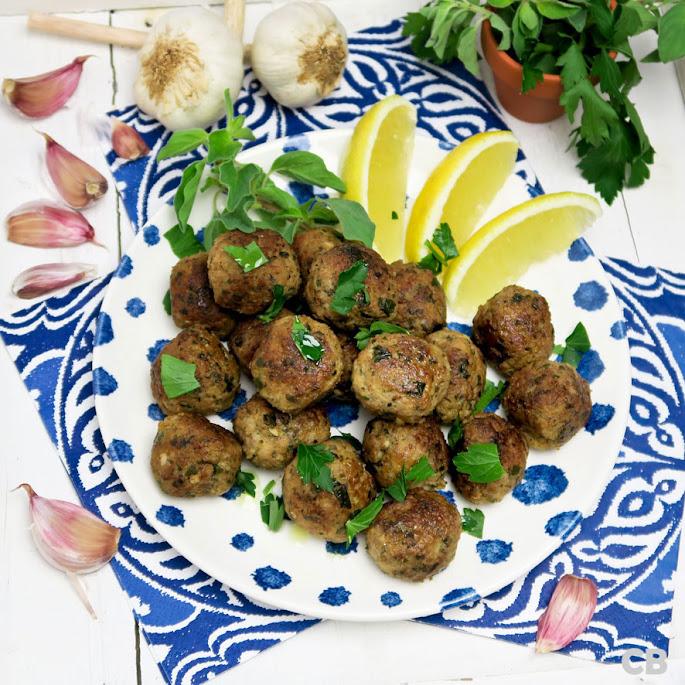 Recept: zo maak je zelf kruidige Griekse gehaktballetjes!