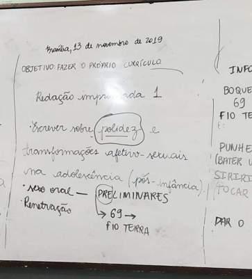 Professor de Brasília ensina crianças de 10 anos sobre sexo anal e oral durante aula de português.