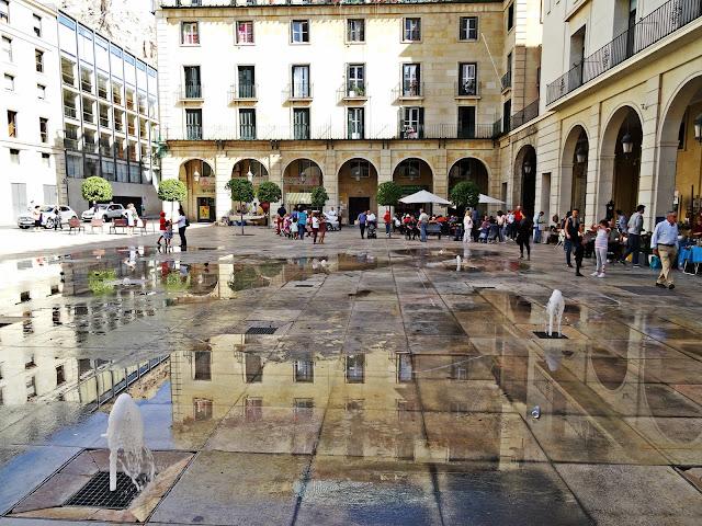 ulice w Alicante, fontanny, Ratusz Miejski