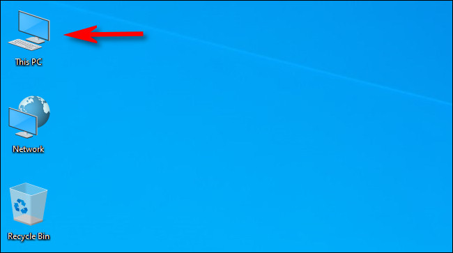 """اضغط باستمرار على """"Alt"""" وانقر نقرًا مزدوجًا فوق رمز """"This PC"""" الموجود على سطح المكتب."""