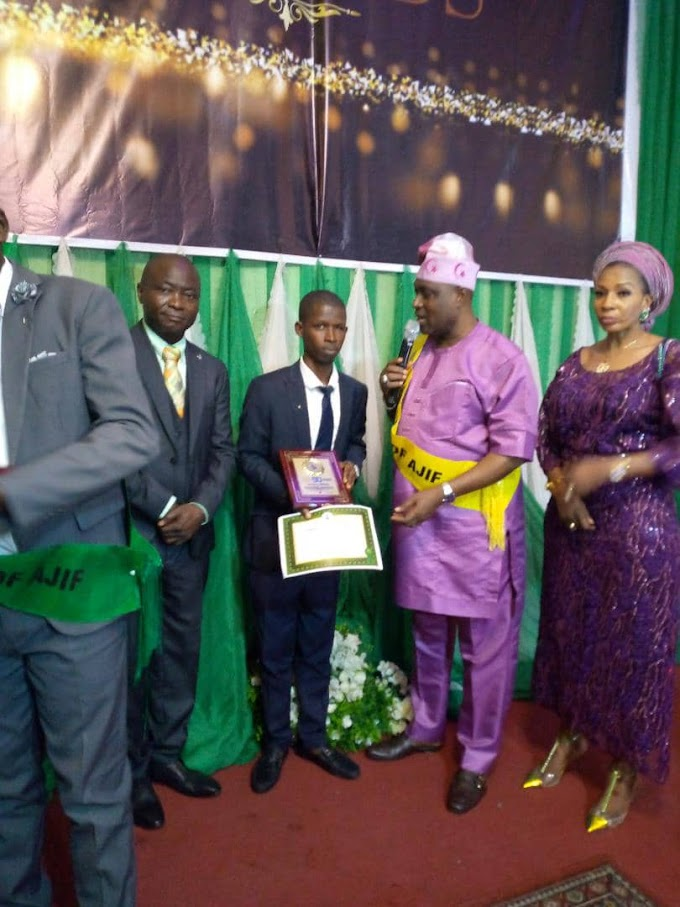 Ajegunle to the world: Oyetakin Gboyega Success popularly known as Oyetakinart bagged yet another award on Sunday