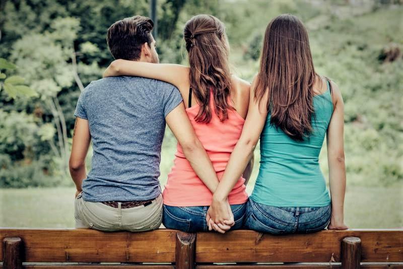 Aynı anda 2 kişiye aşık olunur mu?