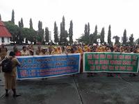 Puluhan Guru Jayapura Tuntut Pembayaran Uang Lauk-Pauk