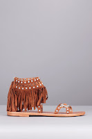 https://www.monshowroom.com/fr/zoom/ash/sandales-cuir-camel-franges-rivets-cloutes-mary-j-baby-silk/232228
