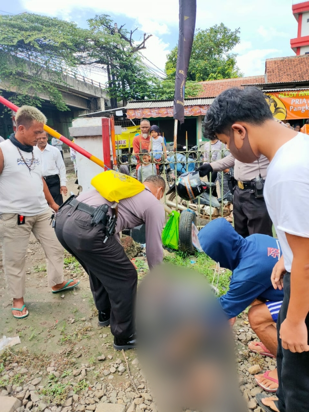 Hendak Nyebrang Lintasan KRL, Seorang Pria Tertabrak Kereta Api