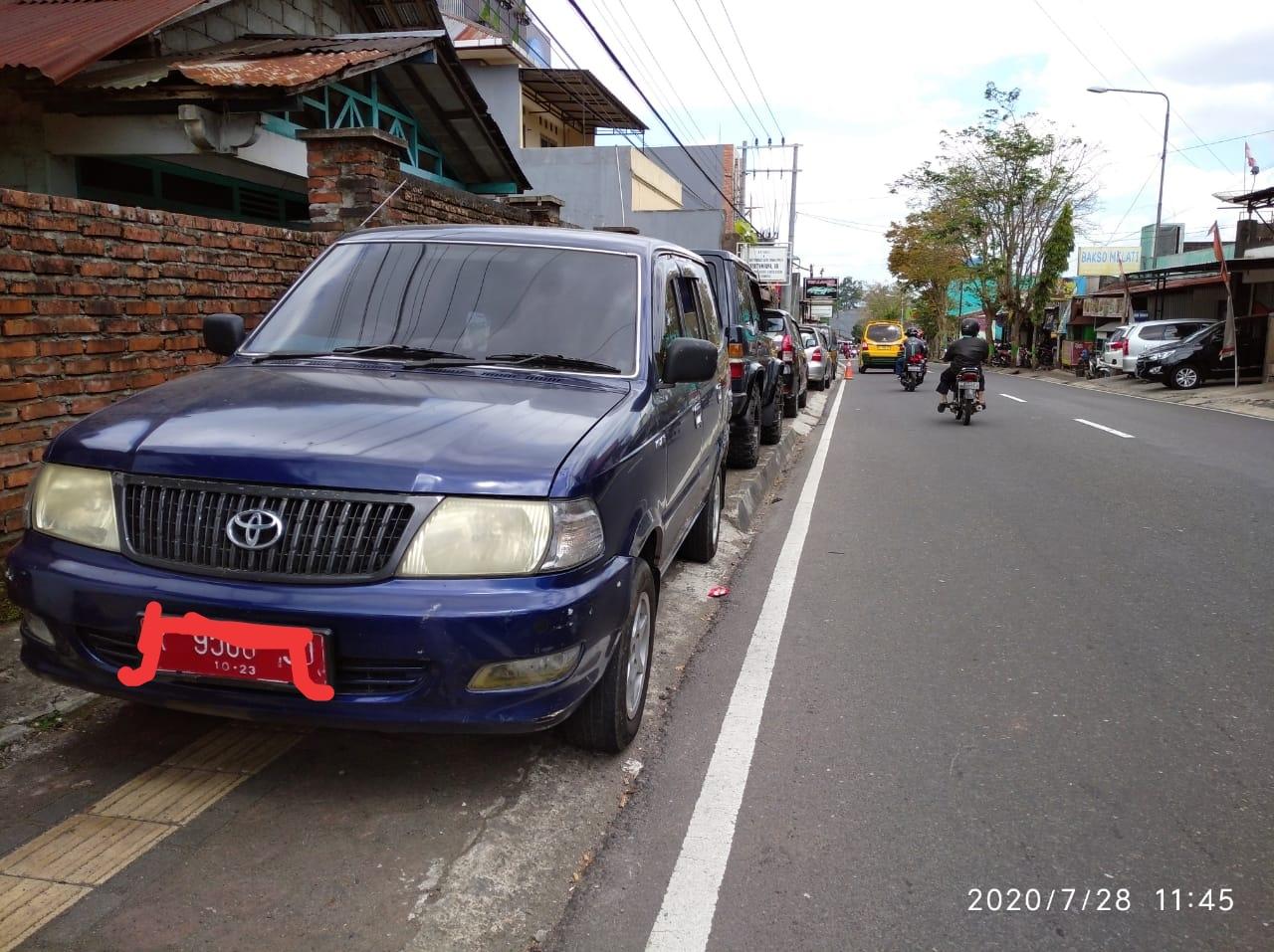 Parkir Kendaraan Di Trotoar Semakin Merajalela Di Wonosobo