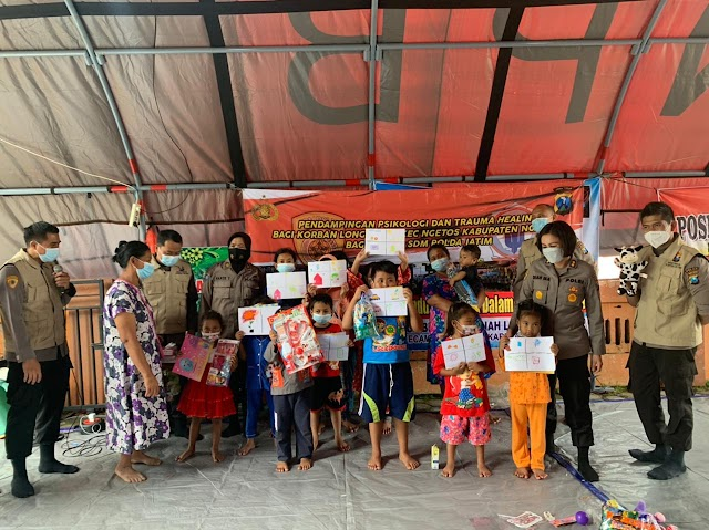 Tim Psikologi SDM Polda Jatim Berikan Dukungan psikologis (Trauma Healing) Korban Tanah Longsor