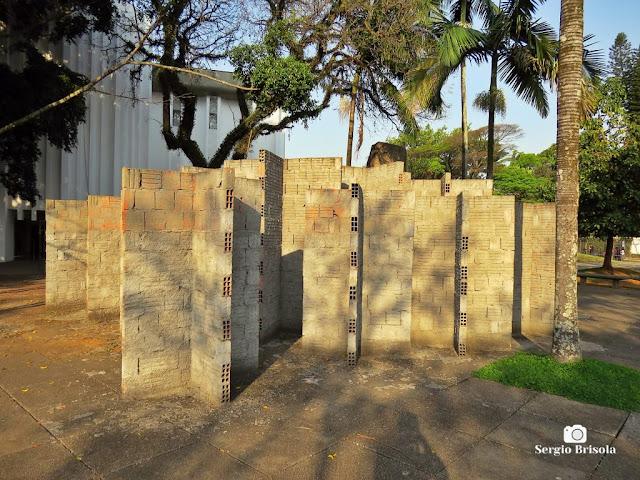Close-up da Instalação interativa Labirinto de Cruzetas - MuBE - Jardim Europa - São Paulo