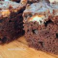 Szybkie ciasto czekoladowe z wiśniami i mascarpone