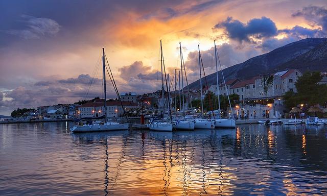 Kajian dan Analisis Struktur Fisik Puisi Senja di Pelabuhan Kecil