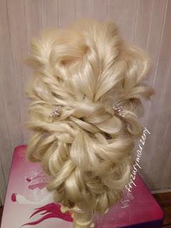 Romantyczne upięcie-weselna fryzura-fryzura na bal