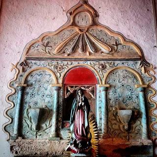 Altar a Nuestra Señora de Guadalupe en la iglesia de Santa Elena, Yucatán, México