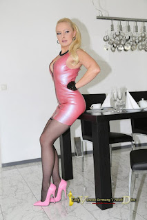 他妈的女士 - A Little Latex, A Little Leather 21
