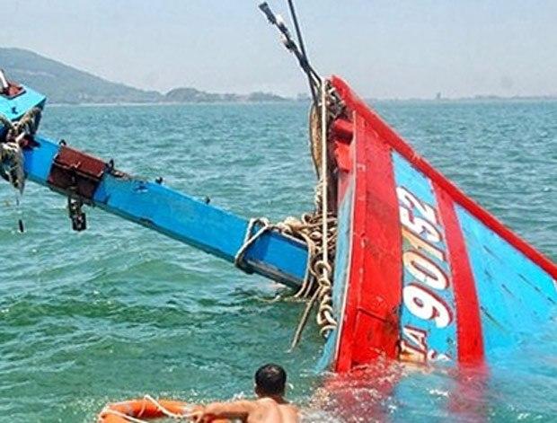 Bất ngờ, tàu cá của ngư dân Cà Mau bị tàu hàng đâm chìm rồi bỏ chạy