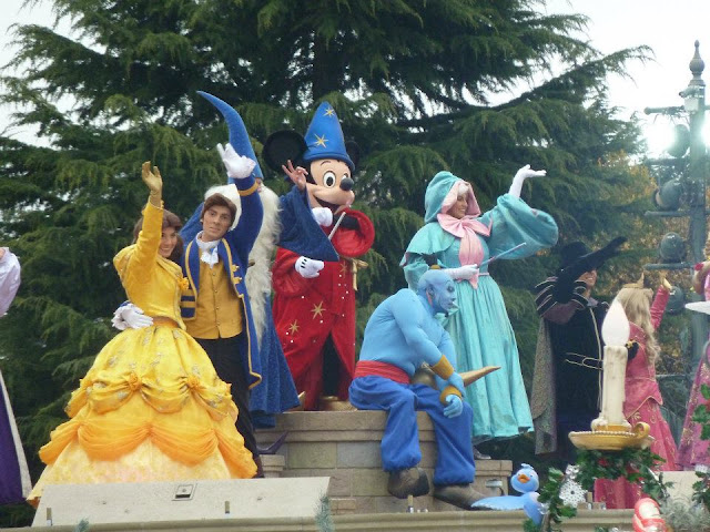 Disney parade at Disneyland Paris - To Become Mum