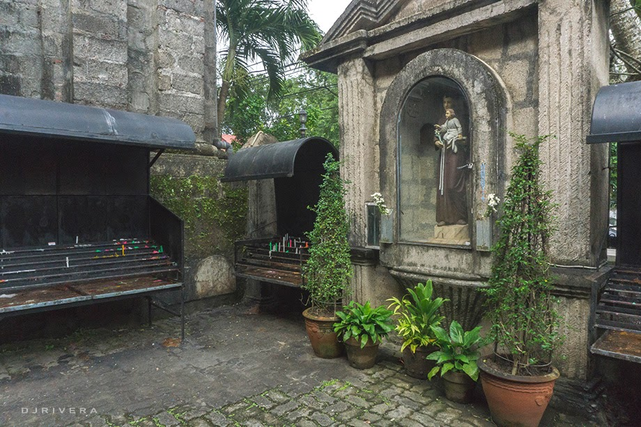 Image of San Antonio de Padua in the church garden