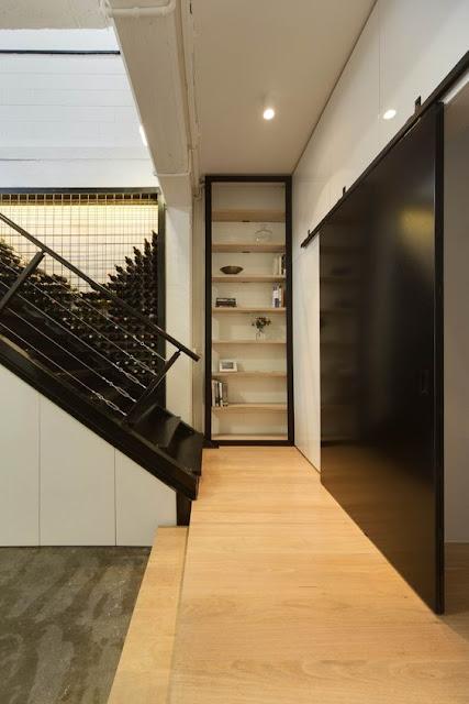 aménagement  une cave à vin sous l'escalier  pellmell