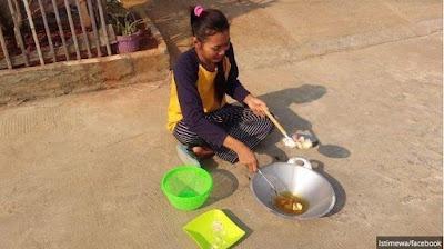 VIRAL Video Ibu Muda Goreng Kerupuk Gunakan Panas Matahari di Bekasi
