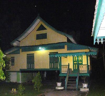 Rumah Adat Sumatera Utara Beserta Gambarnya ( Rumah Panggung )
