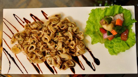 Grilled Squid Rings with Fiery Pepper Sauce